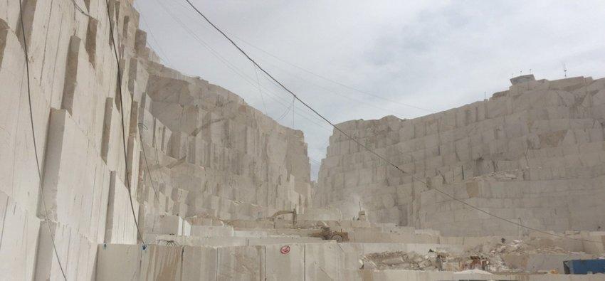 سنگ ساختمانی در طبیعت